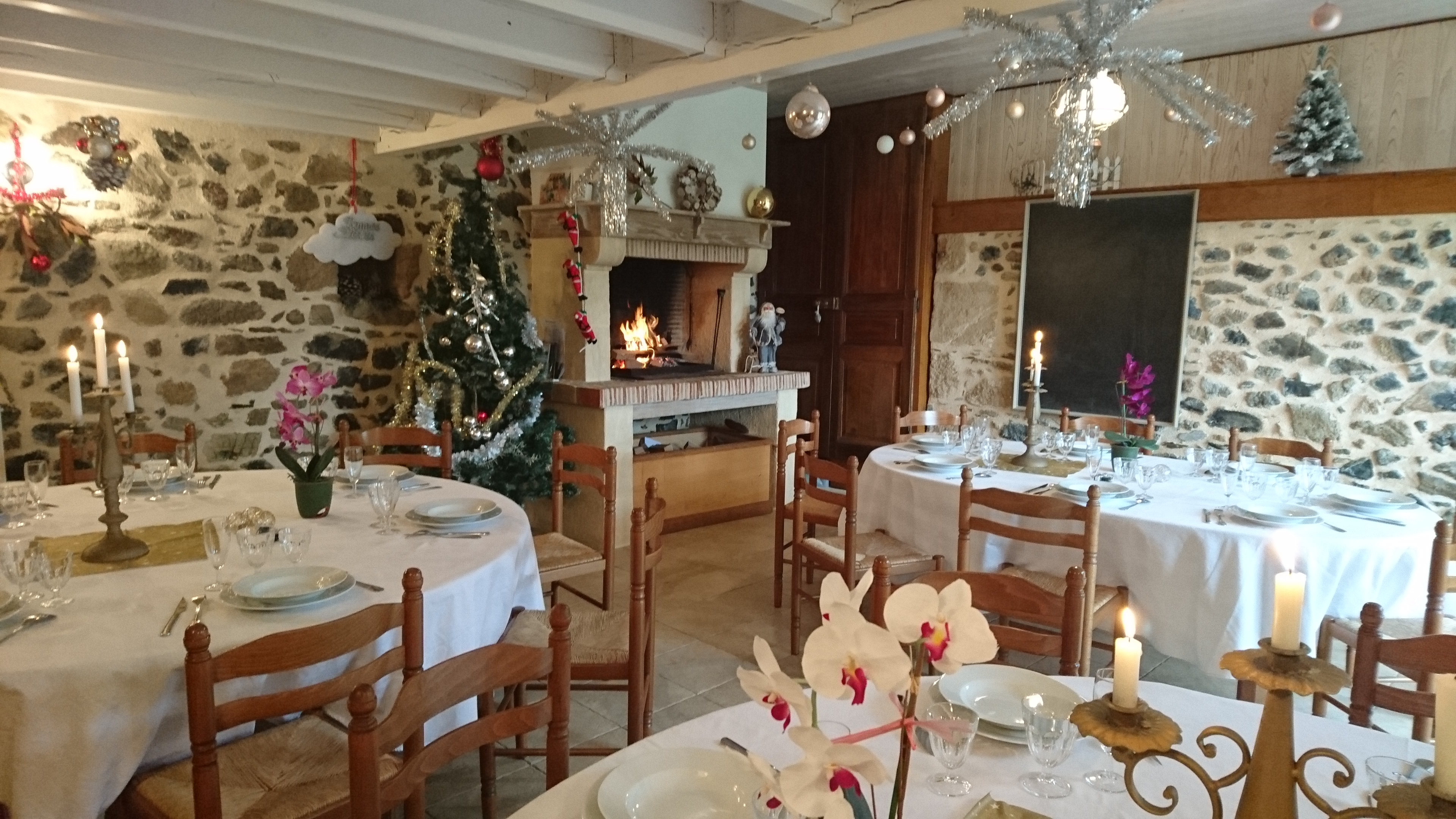 Vacances de Noël 20/24 personnes + salle et sa cuisinne