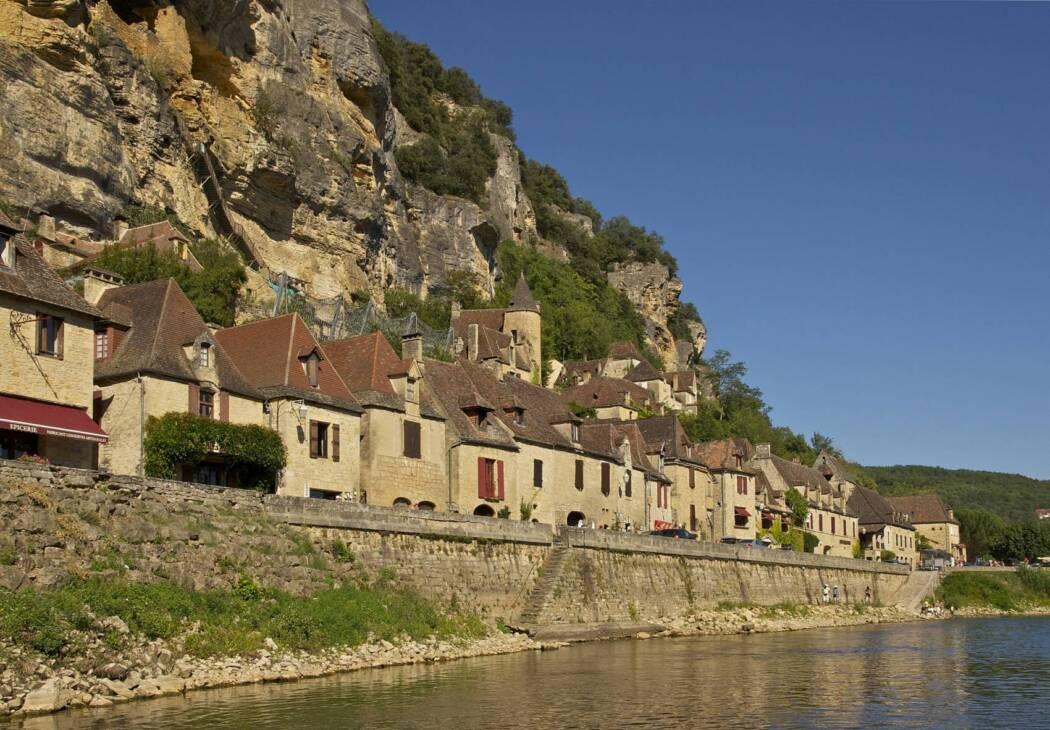 La Roque Gageac village troglodyte en Dordogne