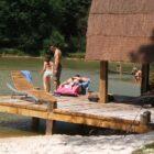 paillotte détente au bord de l'étang