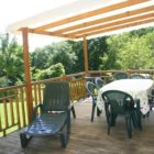 Terrasse bungalow aux étangs du Bos