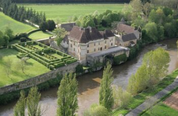 The castle of Losse and its gardens